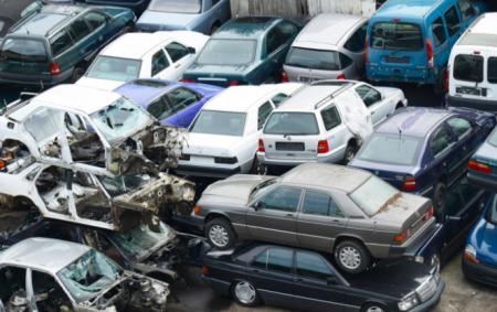Demolizione dei veicoli: come si deve svolgere lo smaltimento secondo le normative